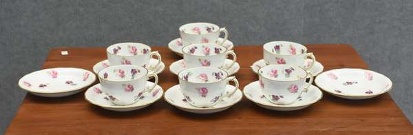 Seven Royal Crown Derby cups and saucers (885-11)