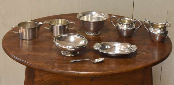 Five piece sterling lot, creamer & sugar, two bowls and a plate, approx. 23 toz (77-196)
