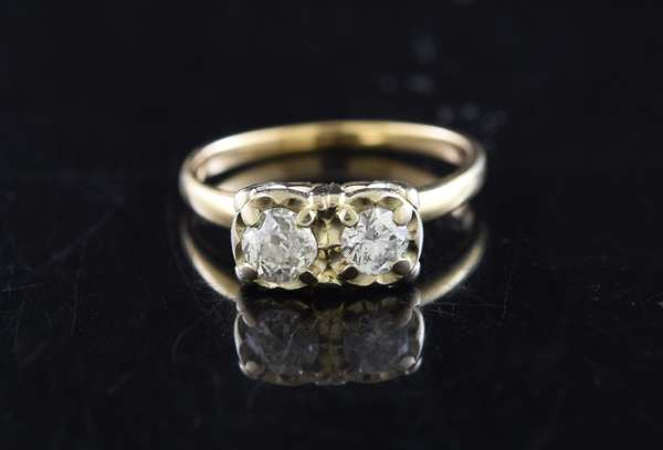 Jewelry - 14K gold and diamond ring with two diamonds, approx. 2.3 grams (360-811)