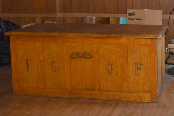 Odd Fellows double knee hole oak desk (105-74)