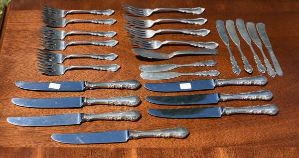 25 pieces of sterling flatware (696-42)