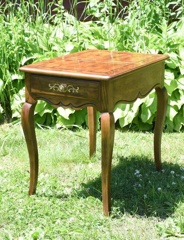 Modern one drawer end table, Henredon (696-35)