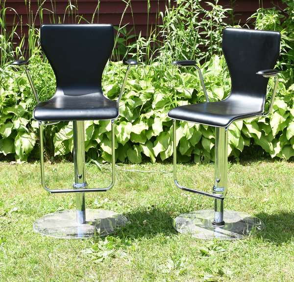 Chrome and leather bar stools (881-3)