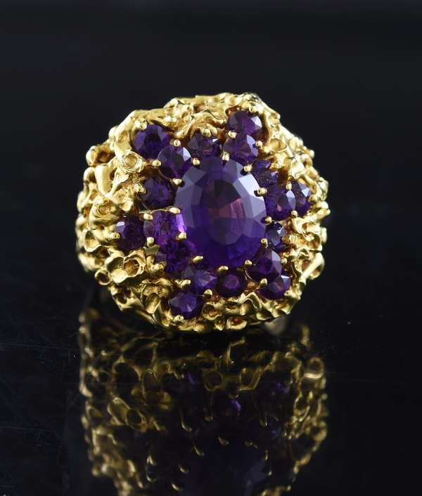 Jewelry: Impressive 18k yellow gold and amethyst set ring, 20 grams, size 8