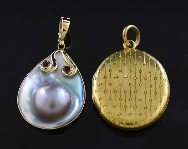 Jewelry: 14k gold antique locket, 7.6 grams with a 14k gold blister pearl pendant