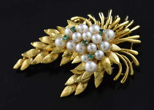 Jewelry: 14k yellow gold pearl and emerald brooch, 22.8 grams