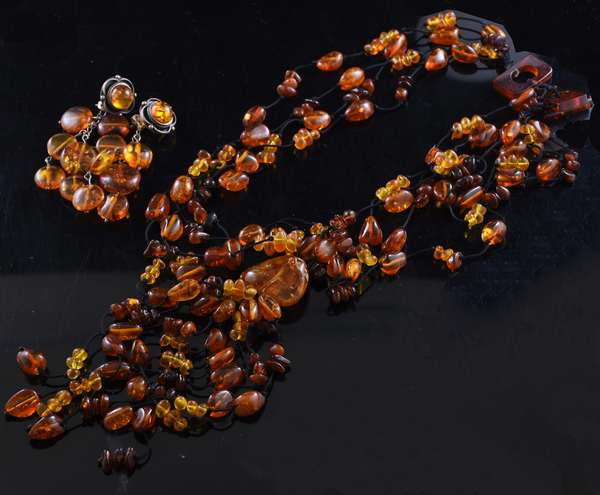 Amber necklace and earrings suite