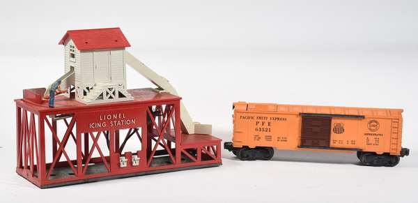 Lionel 352 Ice Depot with 6352 Ice Car