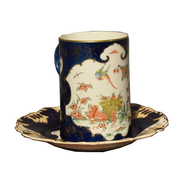 """18th C. Worcester porcelain tankard, Kakiemon style, on blue ground, ca.1770, 6""""H. x 4""""Dia. along with a Worcester plate, 9"""" Dia."""