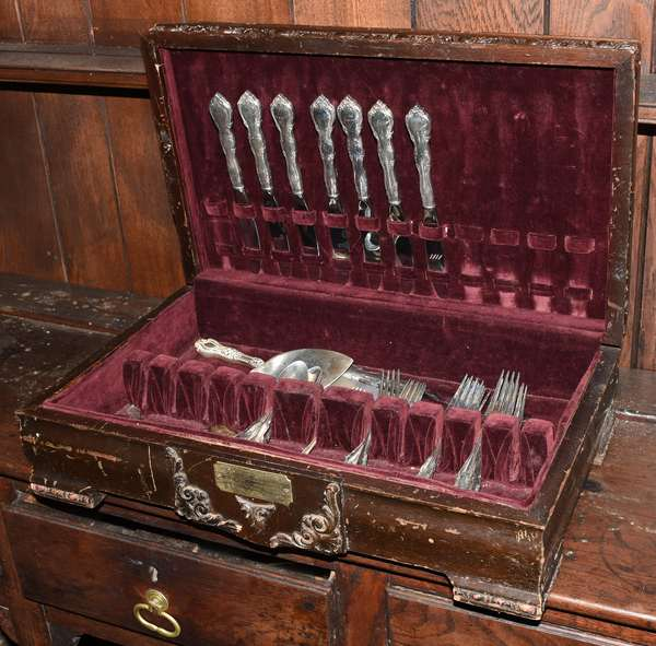 Ref W: Partial sterling flatware set approx. 42 pcs and approx. 39 T.oz excluding handled knives and 2 handled pcs with case