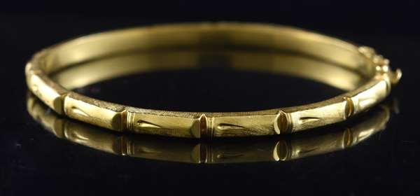 18k gold bangle bracelet (320-12)