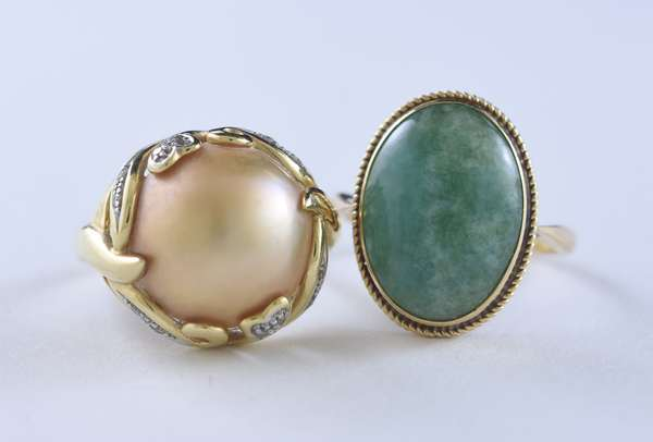 Two rings, jade and pearl (320-31)