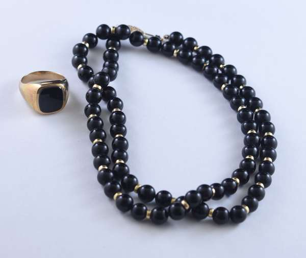 Gold-jet necklace and onyx ring (320-34)