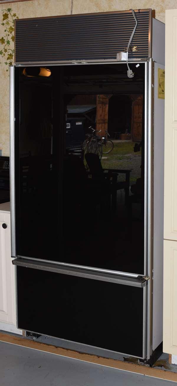 Ref 30: SubZero fridge working condition (44-589)