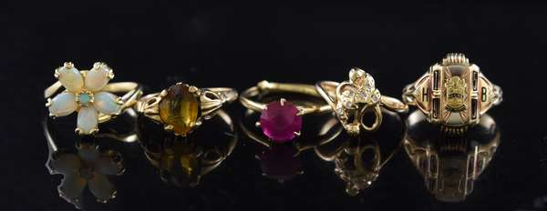 5 odd gold rings (320-37)