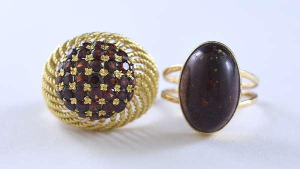 Two gold rings, amber/garnet (320-39)