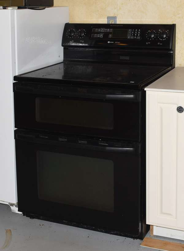 Ref 21: Maytag electric stove (44-580)