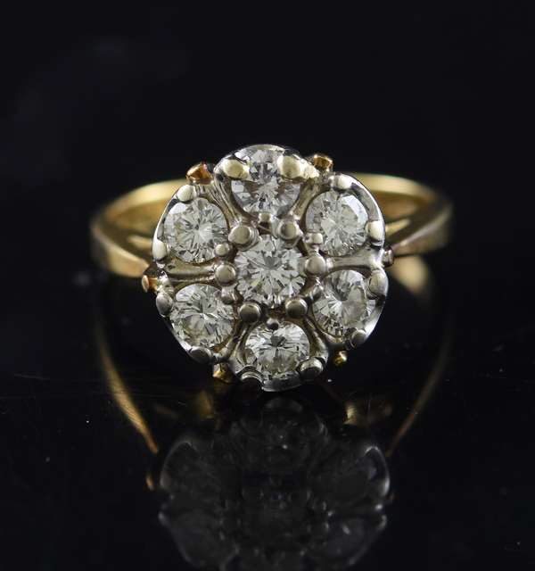 Lady's 14kt yellow gold ring set within a pattern of seven diamonds, 1.05 ctw, 4.66 grams, size 6