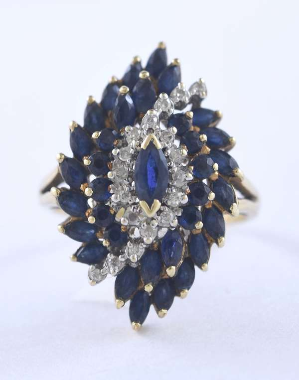 Beautiful lady's 14k yellow gold blue sapphire and diamond cocktail ring, size 6.5, 5.8 grams
