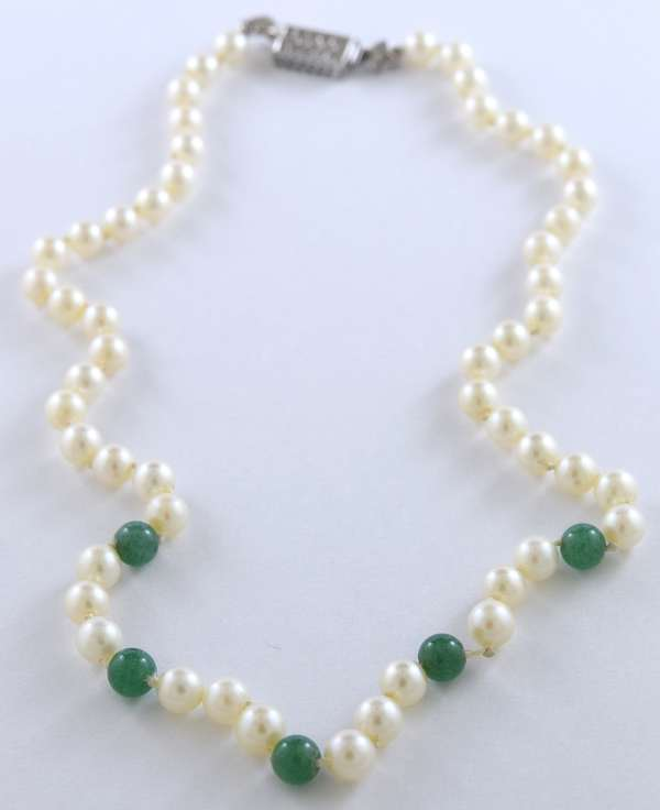 "Lady's 18"" pearl and aventurine necklace, box clasp stamped 750 set with 14 small diamonds, .20 ctw"