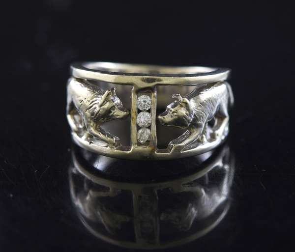14kt white gold hand carved wolf ring set with three round brilliant cut diamonds, approx. .06 ct. tw., sz 8, 11 mm, 9.4 grams.