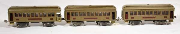Lionel Standard Passenger Set, 337 (2), 338 mojave/maroon.