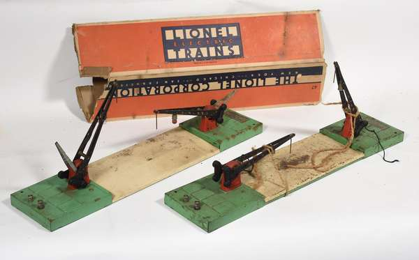 Lionel 47 Crossing Gates (2), one partial box