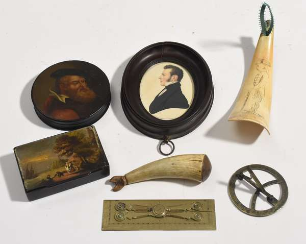 Lot of collectibles: two early painted snuff boxes, miniature portrait, carved horn, etc, 7 pieces (53, misc)