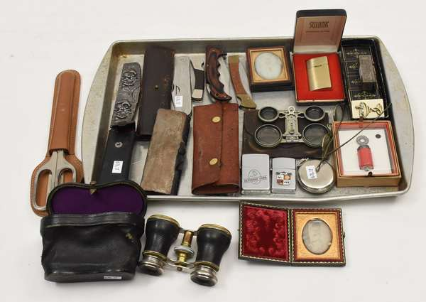 Lot of collectibles inc jack knives (678-17)