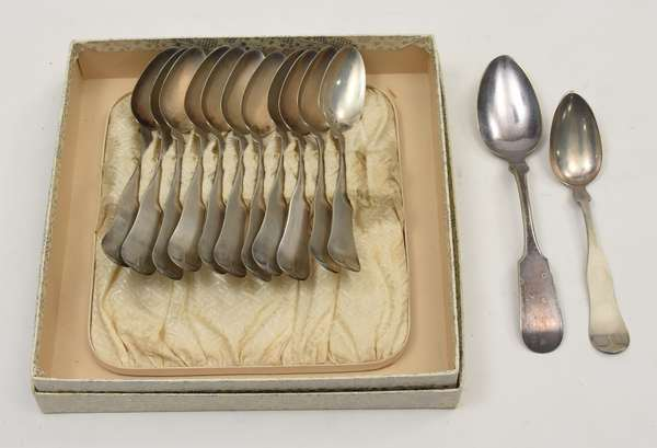 Set of twelve coin silver spoons in case (678-12)