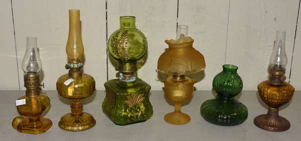 Five amber and green miniature lamps (23-110)
