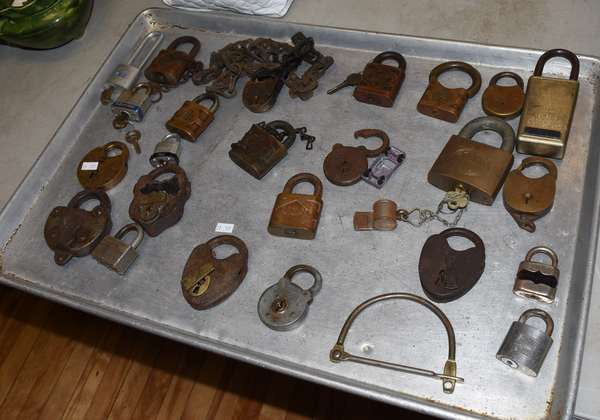 Collection of 25 paddle locks (23-117)