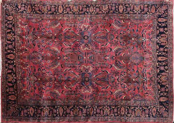 "A fine room size Sarouk carpet, 8'10"" x 12'"