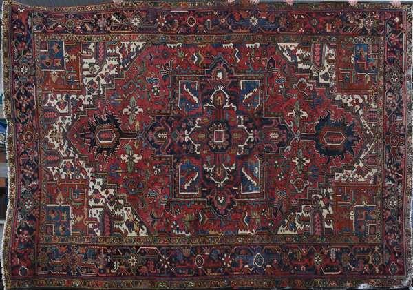 """Heriz rug, 8'5"""" x 11'7"""" (241)"""