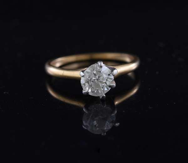 Diamond ring set in 14K gold (81-6)