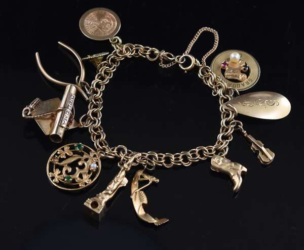 14k gold charm bracelet with 14k gold charms, 27 grams (105-11)