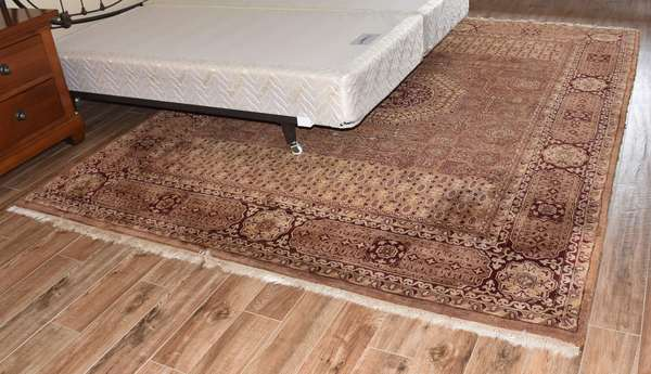 "Machine made Oriental room size rug, 7""11' x 10'5"" (673-10)"