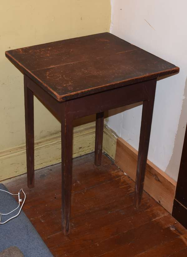 "Country Federal tray top tapered leg stand, in an old red stain, 27.5""H. x 20.5""L x 18""W. Condition: age crack to top, wear to edges, top and legs."