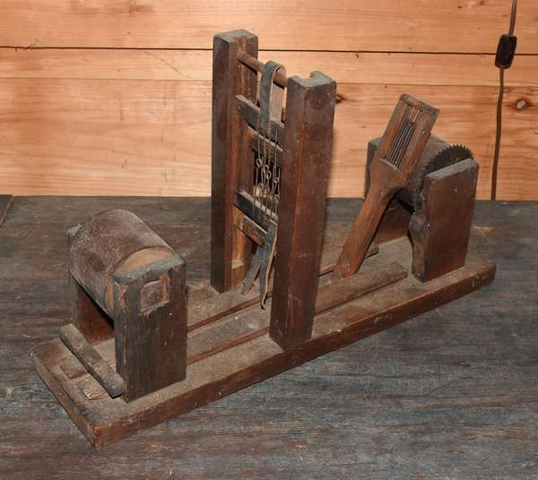 "Country table model tape loom, 18.5""L. X 11.25""H x 5""D. Condition: good, one piece of leather broken."