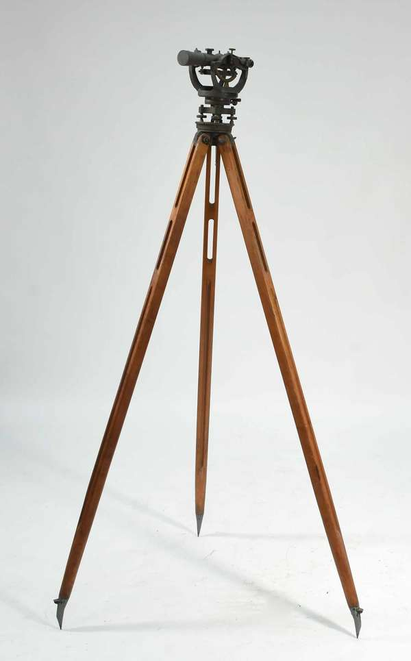 """David White Co., Milwaukee, Universal level-transit, model no. 3000, serial no. 80598. with tripod. With original box and instruction manual. 9""""H x 12""""W, tripod 60""""H. Condition: working condition not known, overall good."""