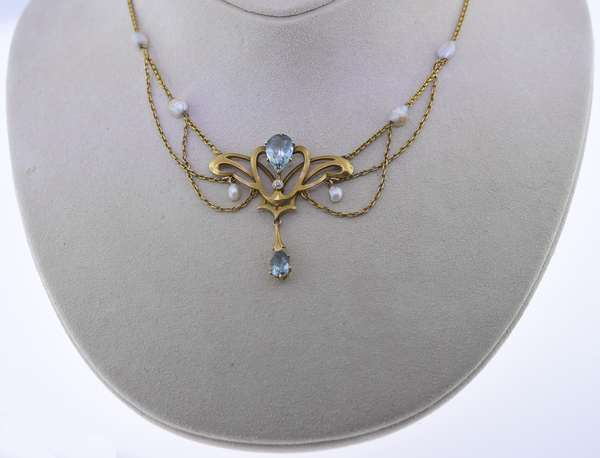 Yellow gold lavalier: aquamarine and diamond pendant with aquamarine drop and six accenting seed pearls, pendant and chain tests 14k. Condition: good.