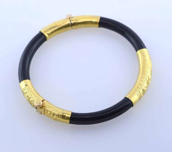 18K gold and black bangle bracelet with threaded clasp. Condition: good.