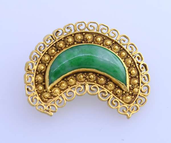 """24K jade crescent Chinese pin, 1""""L., 7 grams. Condition: good."""