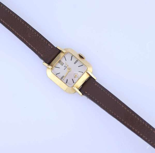 Ladies Rolex wrist watch set in 14k gold, with brown leather band, no markings on clasp. Condition: working