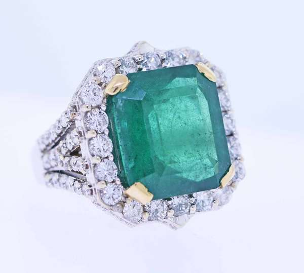 Stunning @17ct Emerald and Diamond ring. Rectangular cut emerald with a medium to deep green color (some internal inclusions),measuring 16.52mm x 14.63mm d 10mm deep, calculated weight of approx 17ct, surrounded with approx. ctw diamonds VS to SI  good color diamonds. size 7.75, 19.6 grams, Condition: good no missing stones or chips, emerald is a very attractive rich green color. New bidders to Smith's - payment for this lot must be made with cash, approved bank check or wire transfer.  NO CREDIT CARDS accepted as payment for this lot.