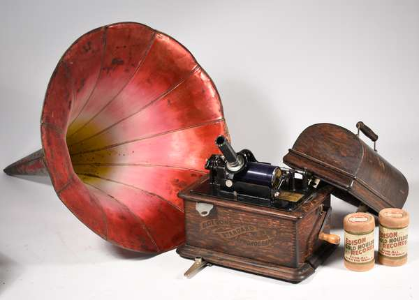 Edison Standard phonograph in oak case with original finish, 25+ records and decorated horn.-Condition: Reproducer with modification for broken horn attachment, running order, some separation on base board #S278187