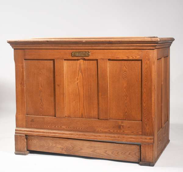 """Nice Vict. Era flat top oak ice chest with plaque reading """"The Baldwin, Burlington, VT"""", original zinc interior,  39.5"""" W X 31"""" H X 26"""" D -Condition: cleaned and refinished case, minor surface abrasions, bottom drip pan board/door with repairs, currently not attached but present"""