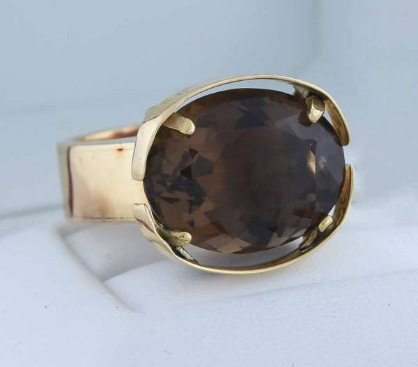 14kt yellow gold oval smokey quartz ring, approx. 10 ct. quartz, sz 7 1/4, 14.6 grams.  Condition: good, expect signs of normal wear.
