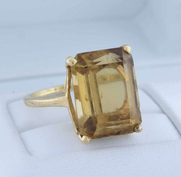 14K gold emerald cut citrine ring, large size citrine measuring 12.61 x 16.47 mm, ring size 8.25, 7 grams.  Condition: overall good minor nick to under side of stone.