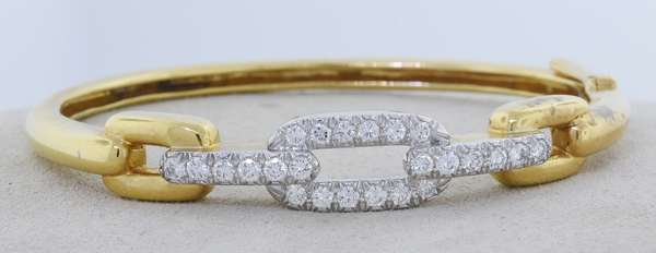 DAVID WEBB 18K GOLD PLATINUM DIAMOND BANGLE. The yellow gold bracelet chain link motif that is topped with platinum set with approx. 2.0 ct. tw. round brilliant cut diamonds, G-H-VS, very good cut, signed, 6 in., 23.6 gr. Condition: good. - New bidders to Smiths - Payment for this lot must be made with Cash, Certified Check or Wire Transfer. NO CREDIT CARDS or Pay Pal accepted. Items will be held by Smiths until payment has cleared.